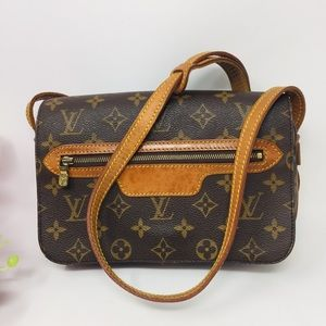 Preowned Authentic Louis Vuitton Crossbody Bag